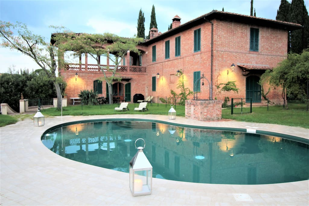 External view of the villa with the pool