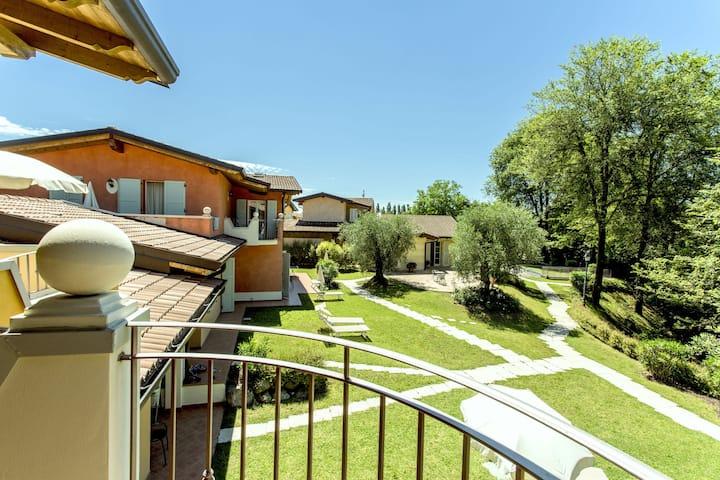 Cozy Holiday Home in Manerba del Garda with barbecue