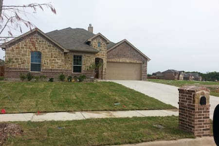 QUITE SECURE ACCESSIBLE  1 YR OLD - Cedar Hill - Hus