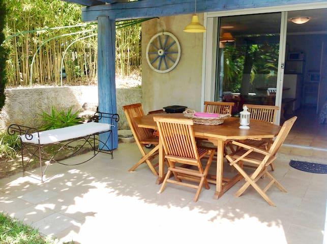 Studio + chambre, jardin, proche mer, WIFI
