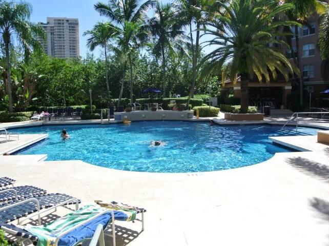 Beautiful 1BR @ Yacht Club Resort, Aventura(03) - Aventura - Wohnung