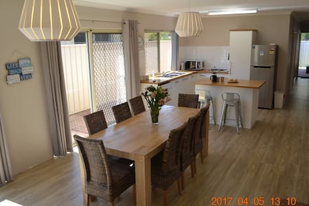 Lucy's Lodge: Close to Beach, Park, Town & Jetty
