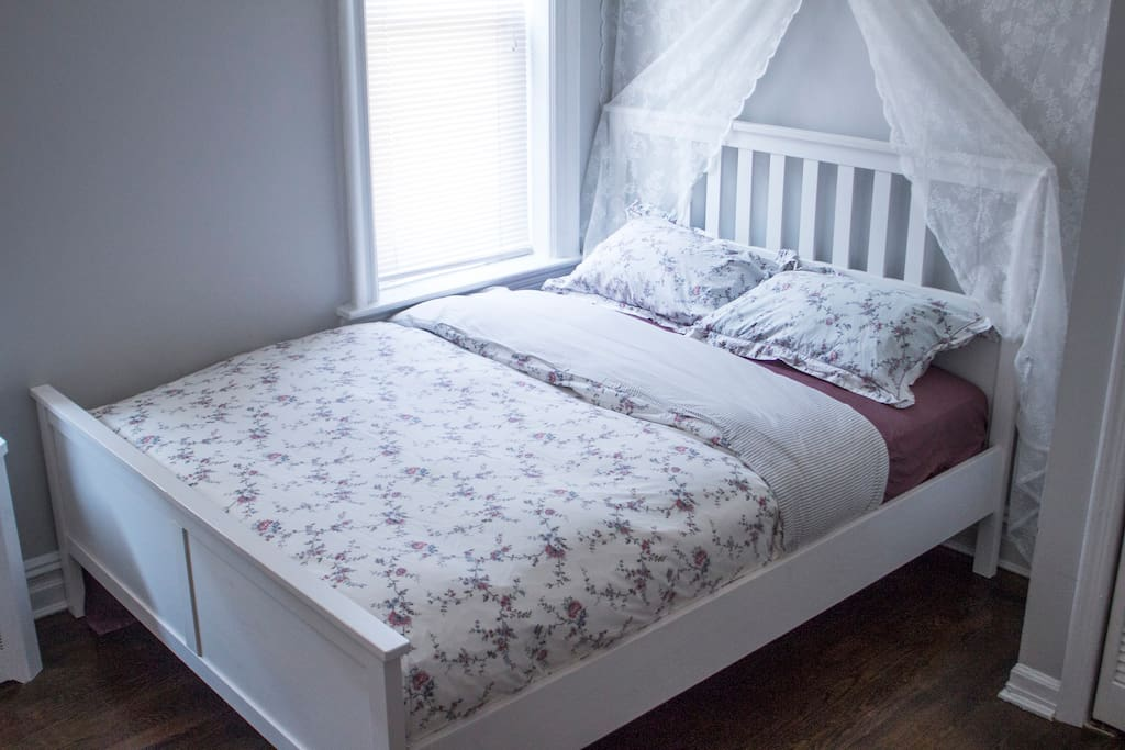 Queen size bed (you will be provided with 3 different bed sets)