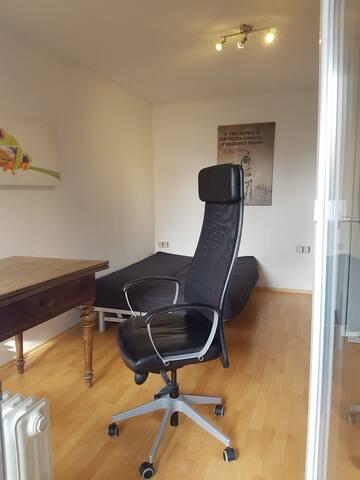 helles Zimmer+eigenes neues Bad+Terasse+S-Bahn