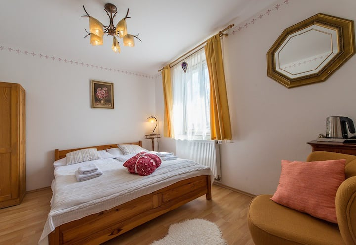 Small cosy double bed room