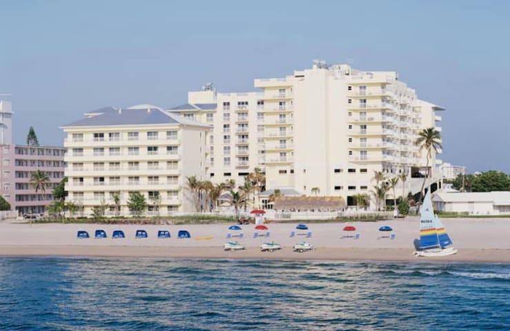 2BD-NO Resort Fee! Pool Bar, Pool Deck, Beach+more