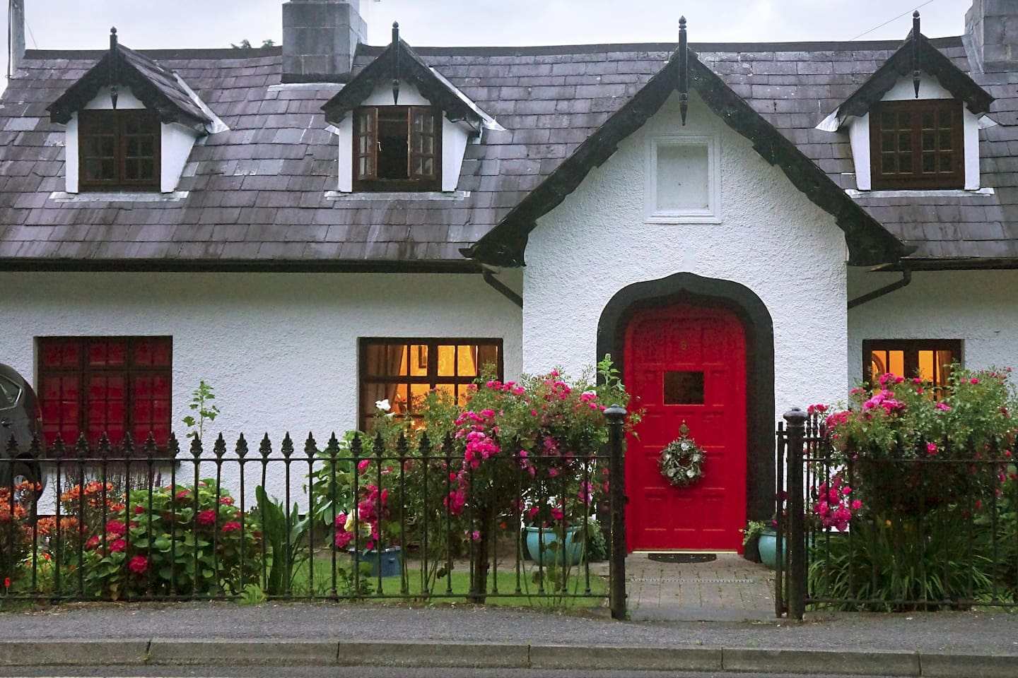 "Ivy Cottage A Magical Experience in the heart of Killarney ""The Little Cottage with a big heart!"""