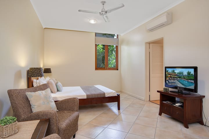 Spacious hotel style accommodation for 2 (5B)
