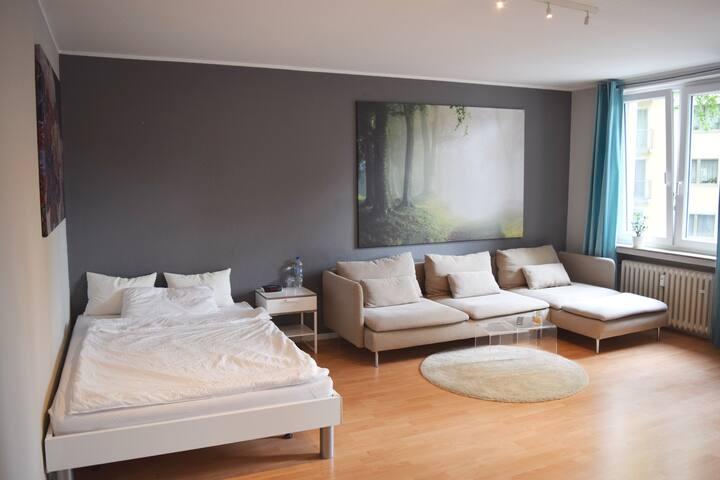 Wohn- und Schlafbereich.  --  Sleeping- and relaxing area.