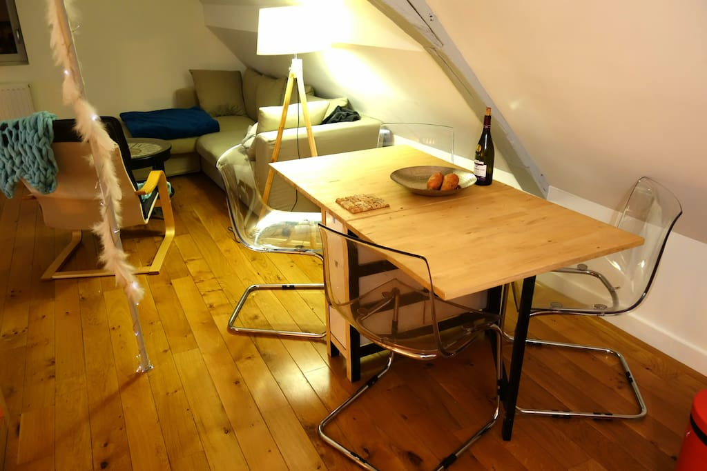 Coin repas - Table pliante + 4 chaises