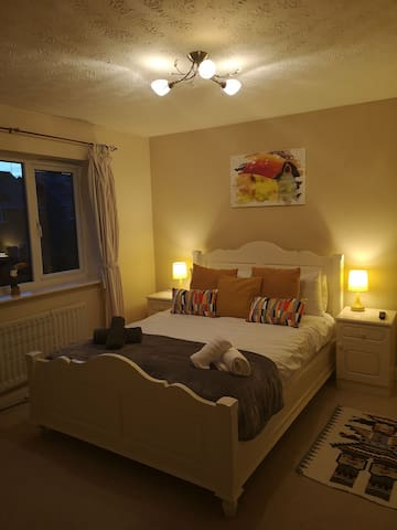 Lovely room in quiet cul-de-sac. 2. Adults 1 child