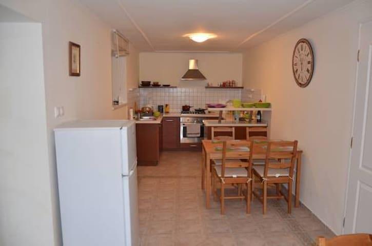 Кухня находится на первом этаже, она общая для использования, и рассчитана на 8 человек
