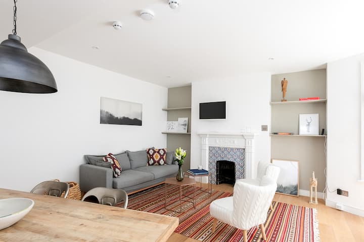 Stylish 2BR Home in West Kensington , 4 guests