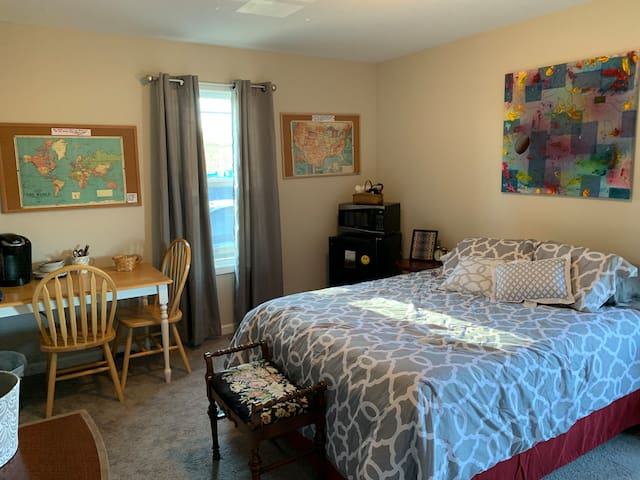 Private entry to cozy room minutes to downtown!