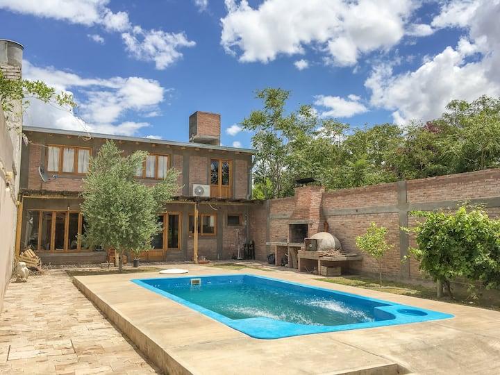 Casa rustica centrica en San Rafael Amplio Confort