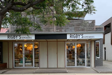 RIGBY'S RESIDENCE Spacious home in centre of town