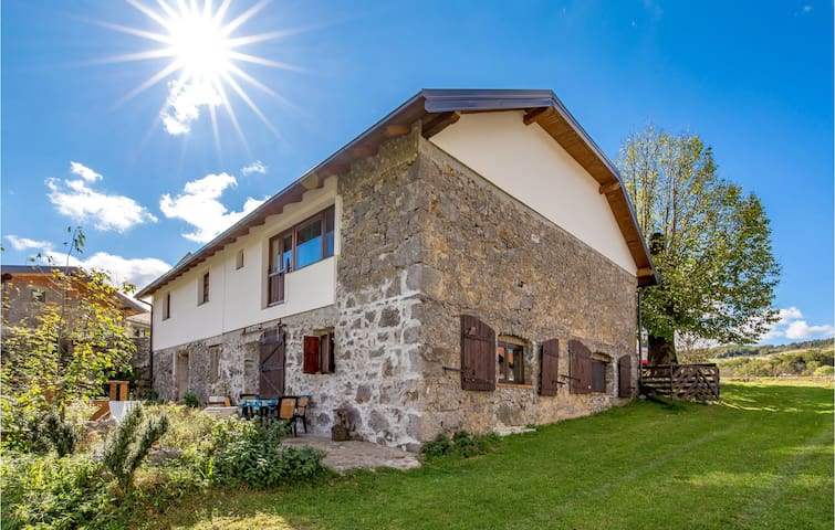 Holiday cottage with 4 bedrooms on 218m² in Jezerane