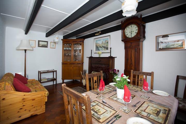Brynteg Holiday Cottage, Trefin,  Pembrokeshire.