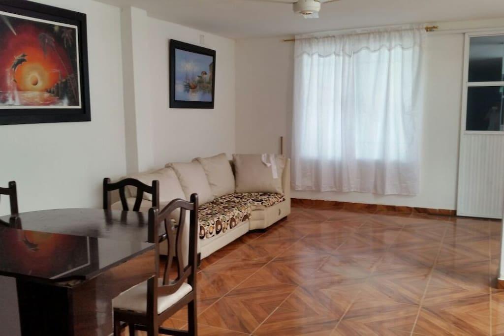 Sofa, espacio ameno.