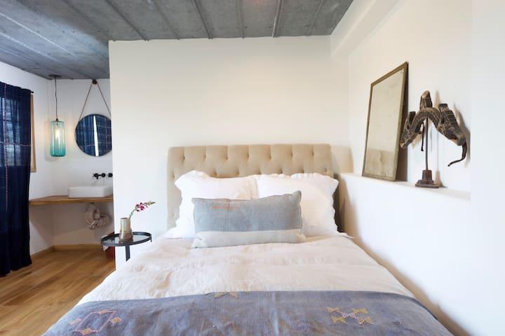 Suite 4 @ Oakbones Round Top