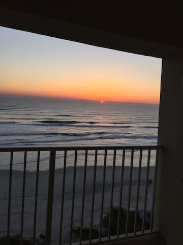 STAY AT THE BEACH AND BREATHE IN FRESH AIR!!! - Ormond Beach - Társasház