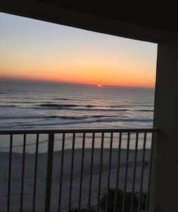STAY AT THE BEACH AND BREATHE IN FRESH AIR!!! - Ormond Beach - Wohnung
