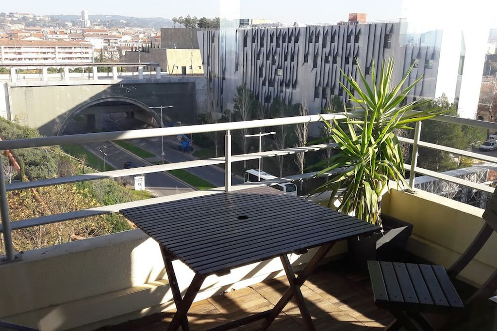 centre 2terrasses climatisation wifi garage priv condominiums for rent in aix en provence. Black Bedroom Furniture Sets. Home Design Ideas