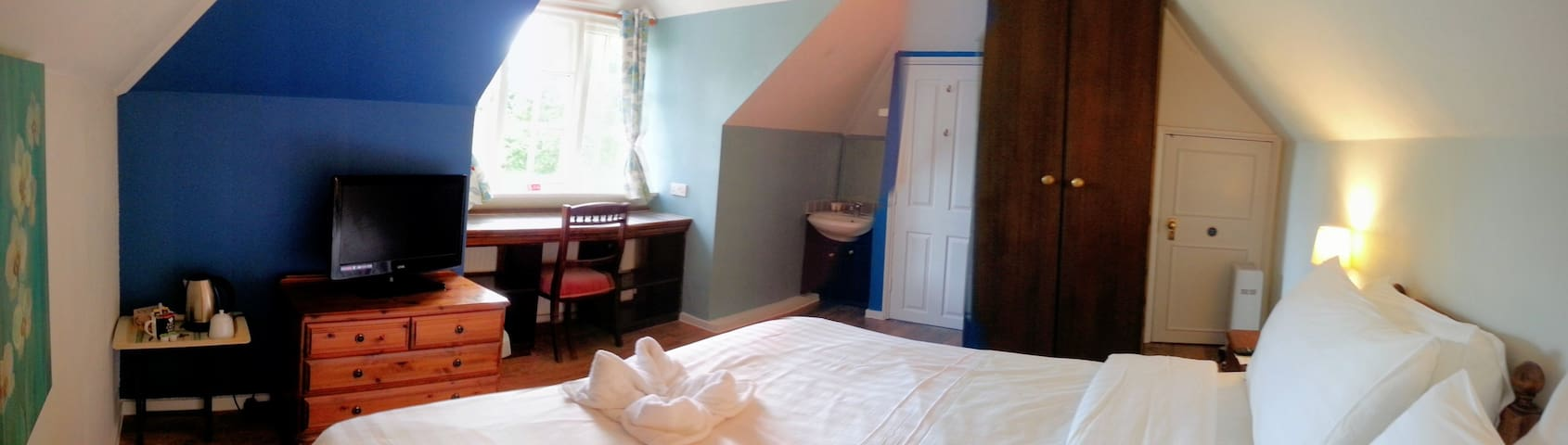 Room 6 at Rosemead Guest House - Claygate - Bed & Breakfast