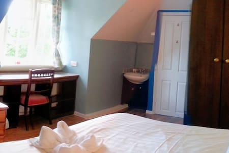 Room 6 at Rosemead Guest House - Claygate