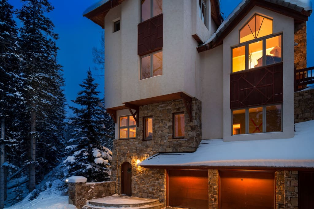 2 Car Garage and 4 stories of spacious mountain living