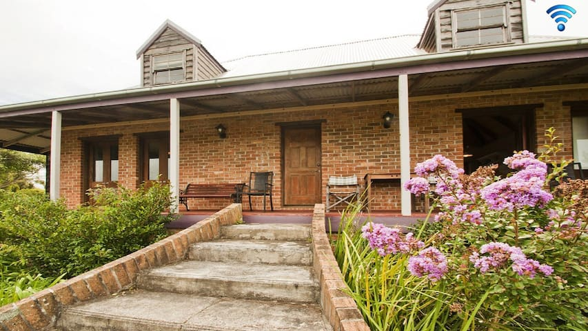 Culburra Cottage - charming country style cottage