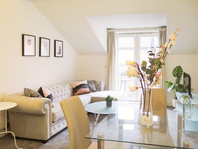 Alexandra Park House - 2 bed apartment by the park