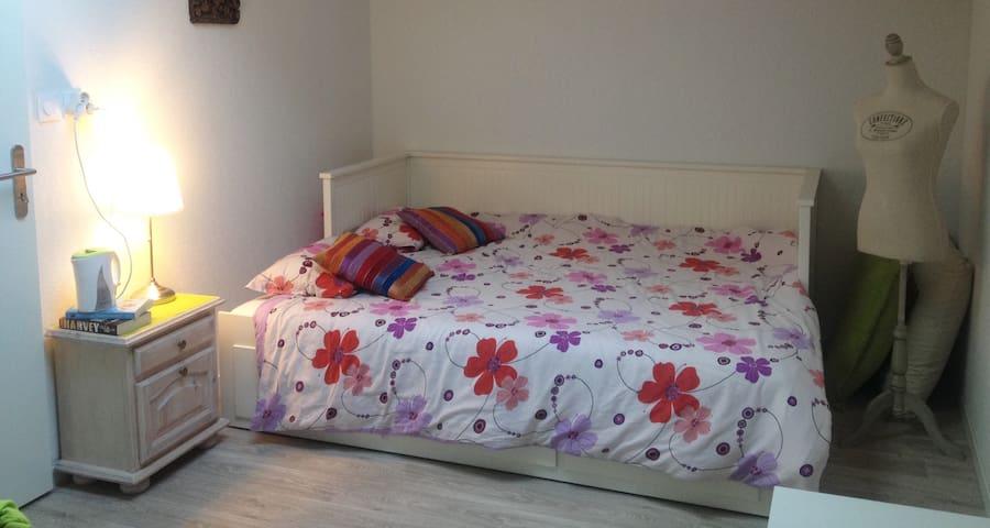 Chambre privée dans appartement spacieux au calme - Le Haillan