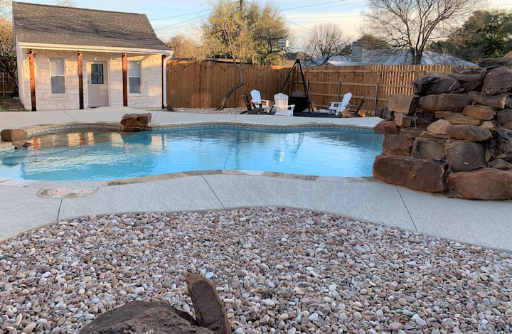 The Twisted Vine: Cozy, Quiet Getaway for 2 w/POOL