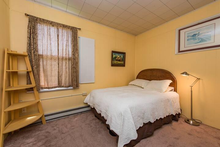 Carlsborg Cottage Room #2