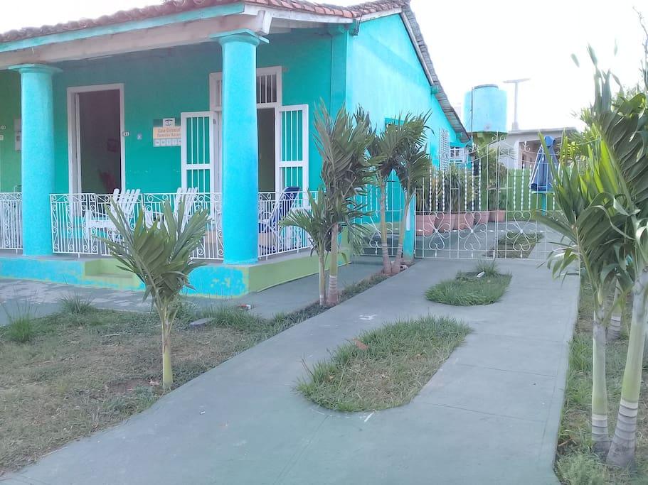 Frente de la casa Independiente