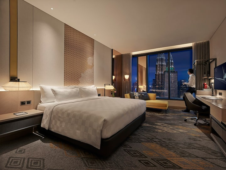 EQ Luxurious Room with KLCC View • Infinity Pool•