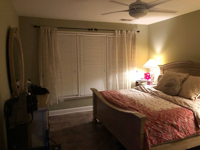 WINDWARD-- Master(King) Bedroom/Private Bathroom
