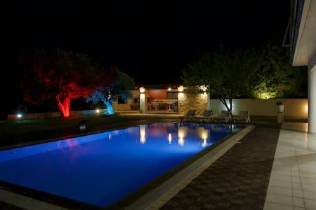 Panoramic Villa & Wedding Venue Luimar