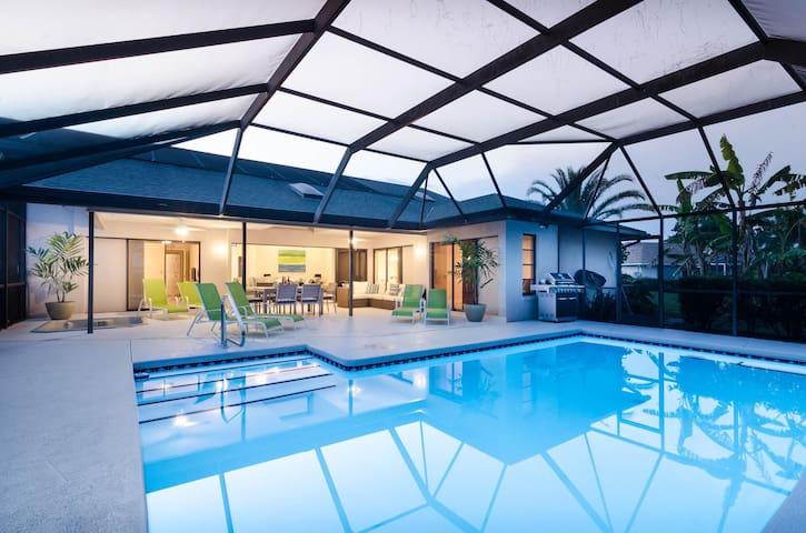 Casa Bonita - pool, spa, space & solitude!