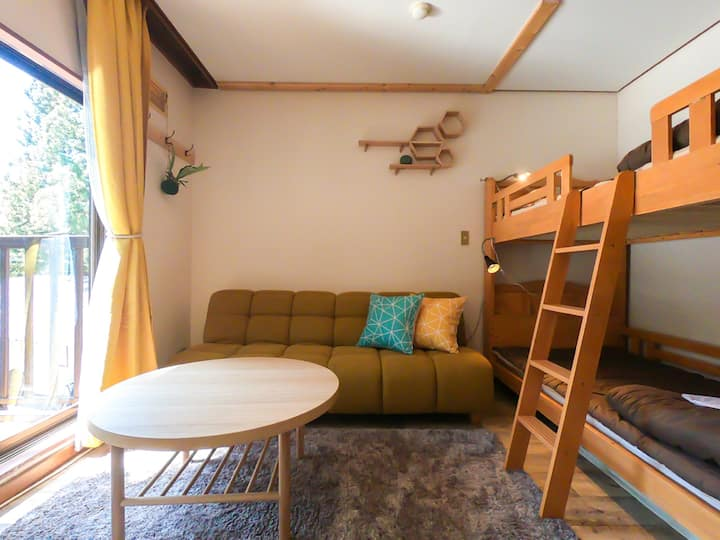 Free bus to Ski Hills! Room with sofa & bunk bed