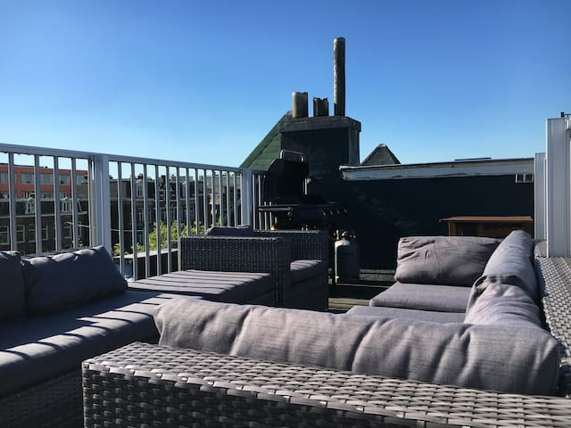 Canalside sunny penthouse with large roof terrace! - Amsterdam - Apartment