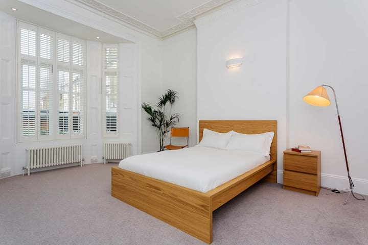 Up to 20% off! Bright, cheery flat, St John's Wood