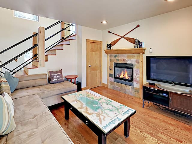 Tahoe Family Haven + Central, Hot Tub, Pool Table