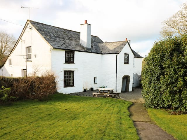 WESTROOSE FARM HOUSE, family friendly in Camelford, Ref 912075