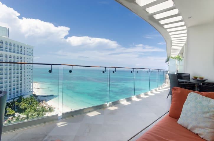 Beautiful Penthouse with Ocean front In Cancún!