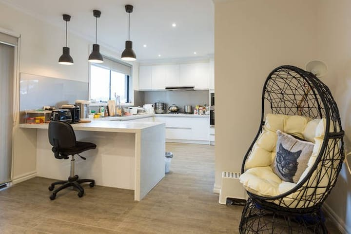 Luxury,Spacious,Modern&Comfy(GAMMA) - Balwyn North - Ev