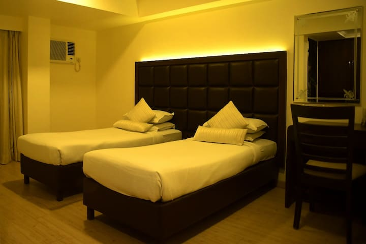 couple Friendly -Deluxe room@Hotel Dakshin BELAPUR