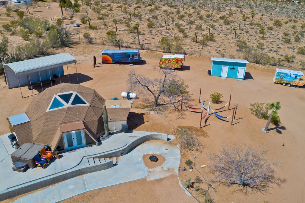 "Aerial View - ""Separate trailers were loads of fun for our party of 7, and everyone was comfortable and enjoyed having their own space."" - Kari *****"
