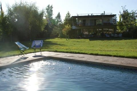 Parcela con piscina y casa para descanso
